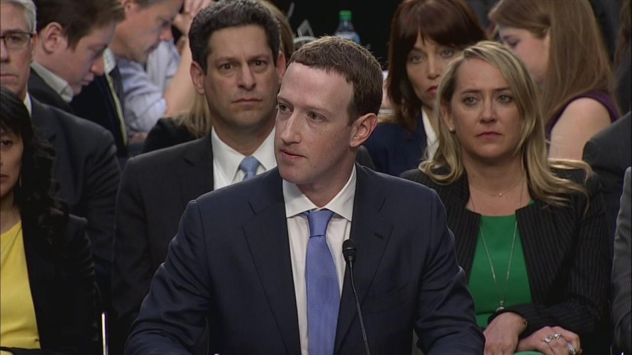 Zuckerberg says company working with Mueller probe