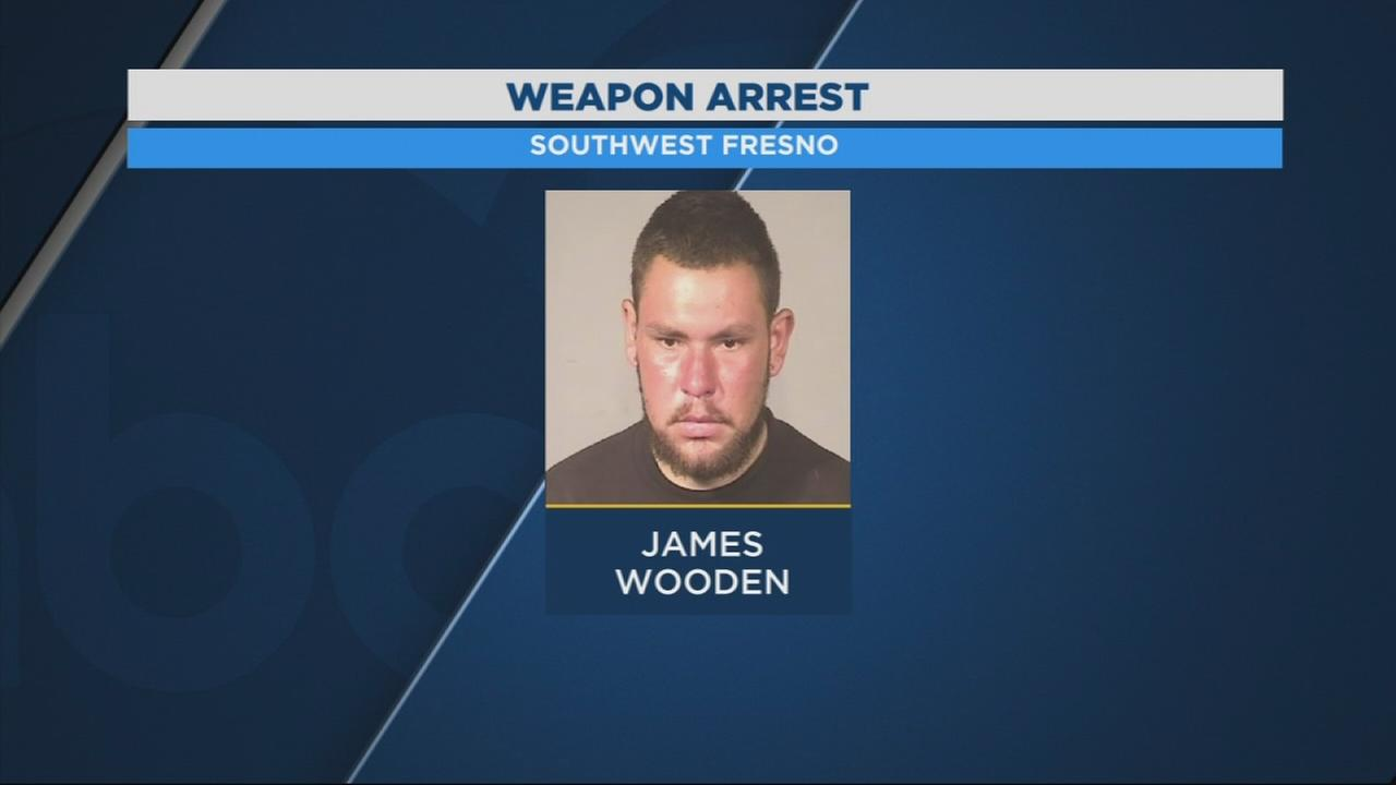 Police arrest gang member after showing gun in restaurant