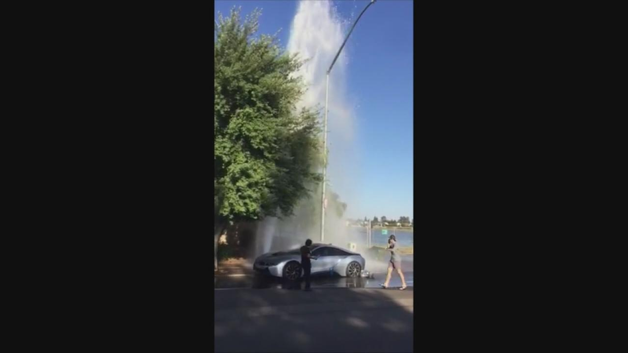 Driver crashes into fire hydrant in NE Fresno