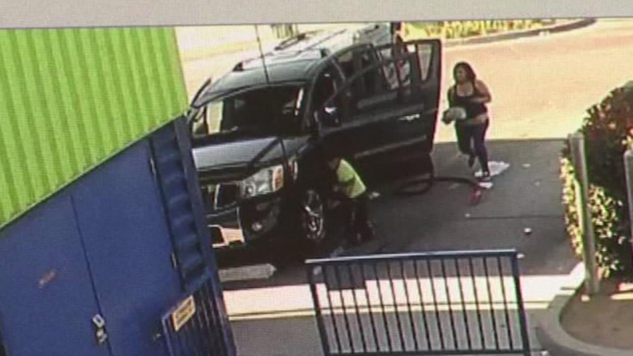 VIDEO: Scammers steal purse at Fresno car wash