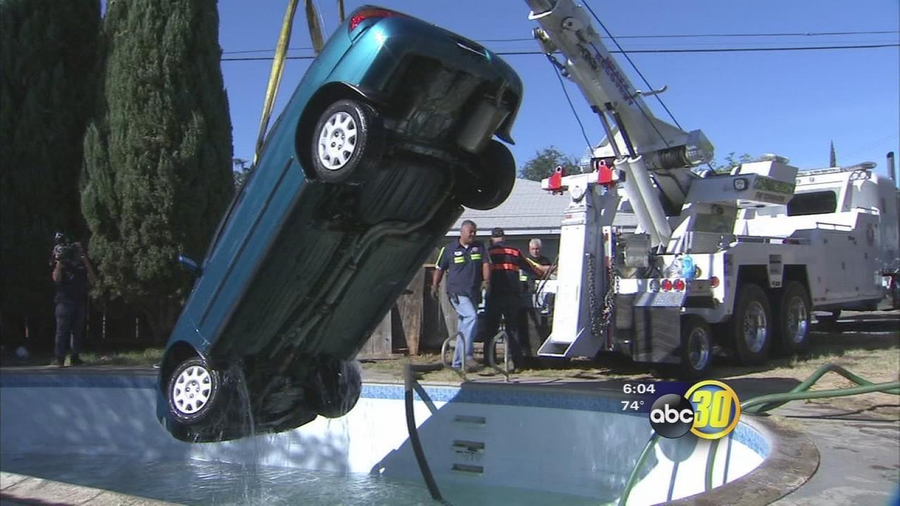 Unlicensed Driver Dunks Car In Neighbor S Pool In California Abc13 Com
