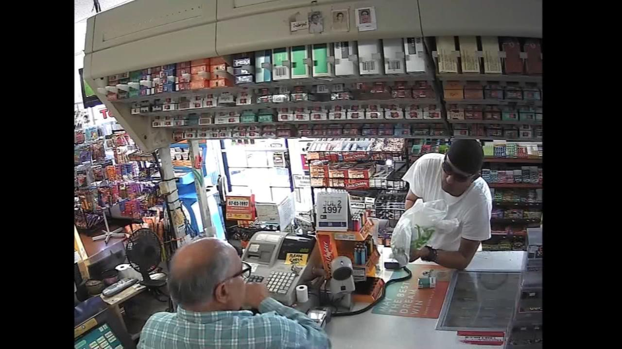 Man robs mini mart with plastic bag