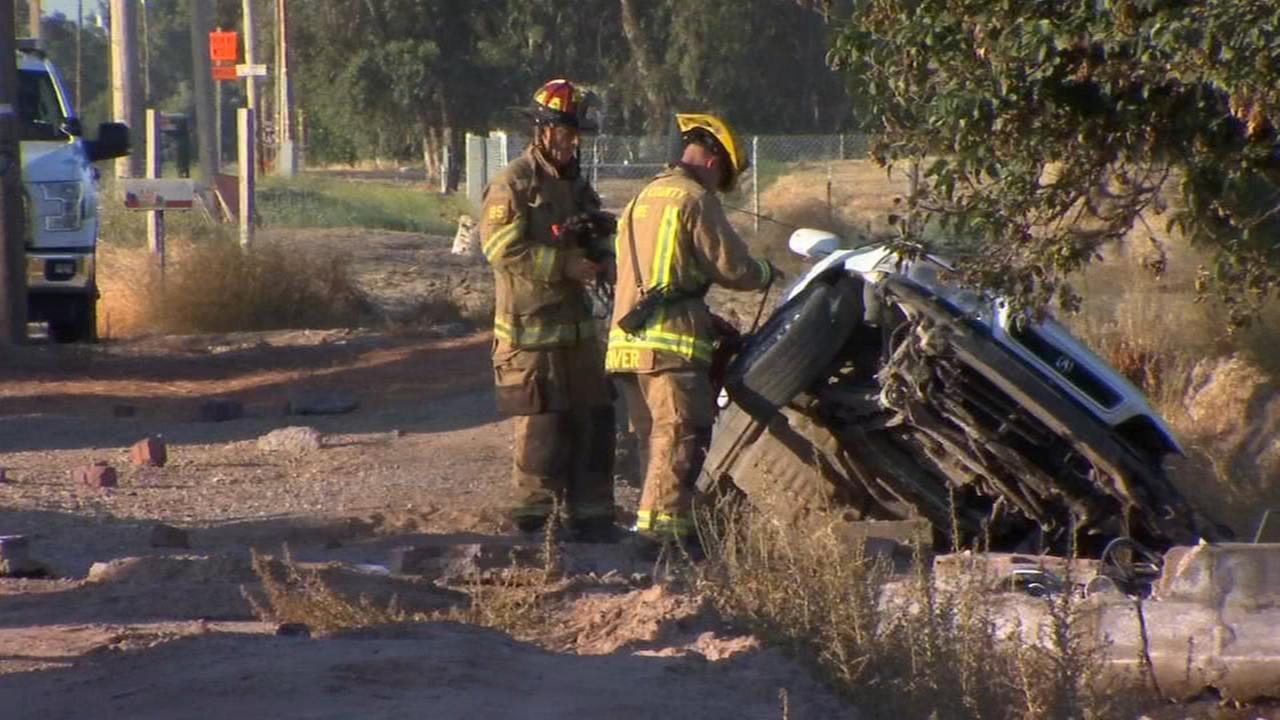Teen crashes stolen car into ditch in Fresno County