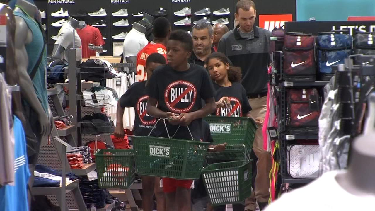 Robert Golden returns to the Valley and takes kids on shopping spree
