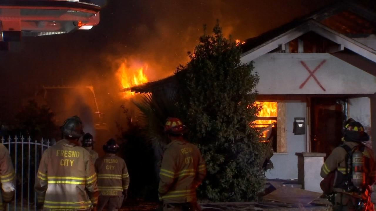 Fresno Fire investigating what started fire in abandoned house already damaged by fire
