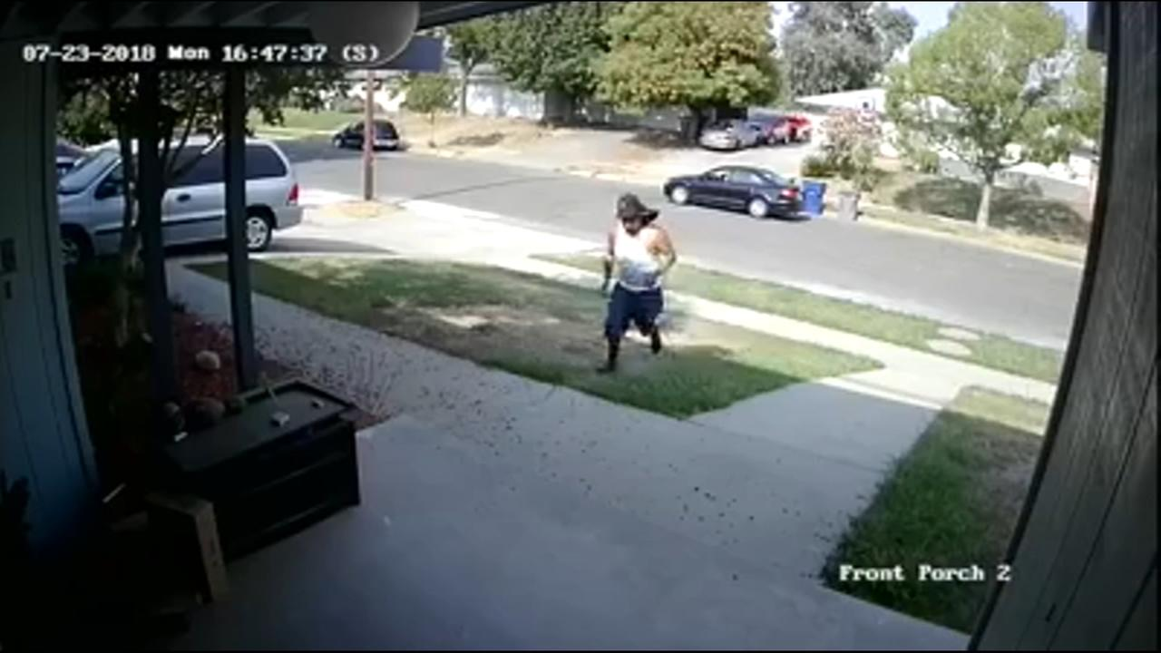 Northwest Fresno Porch Pirate loses disguise while stealing package