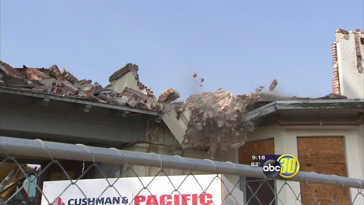 Crews demolish Wolfe Manor in Clovis
