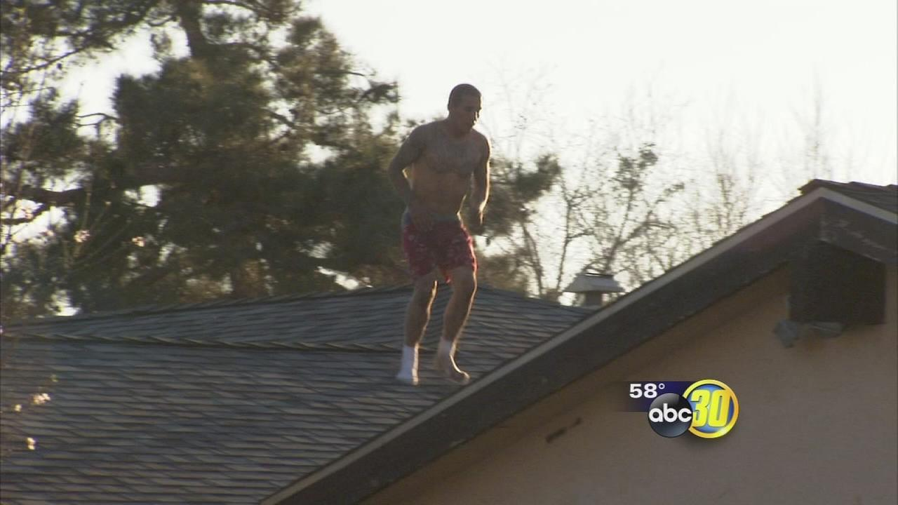 Man threatens to kill woman, jumps from roof to roof, Fresno police say