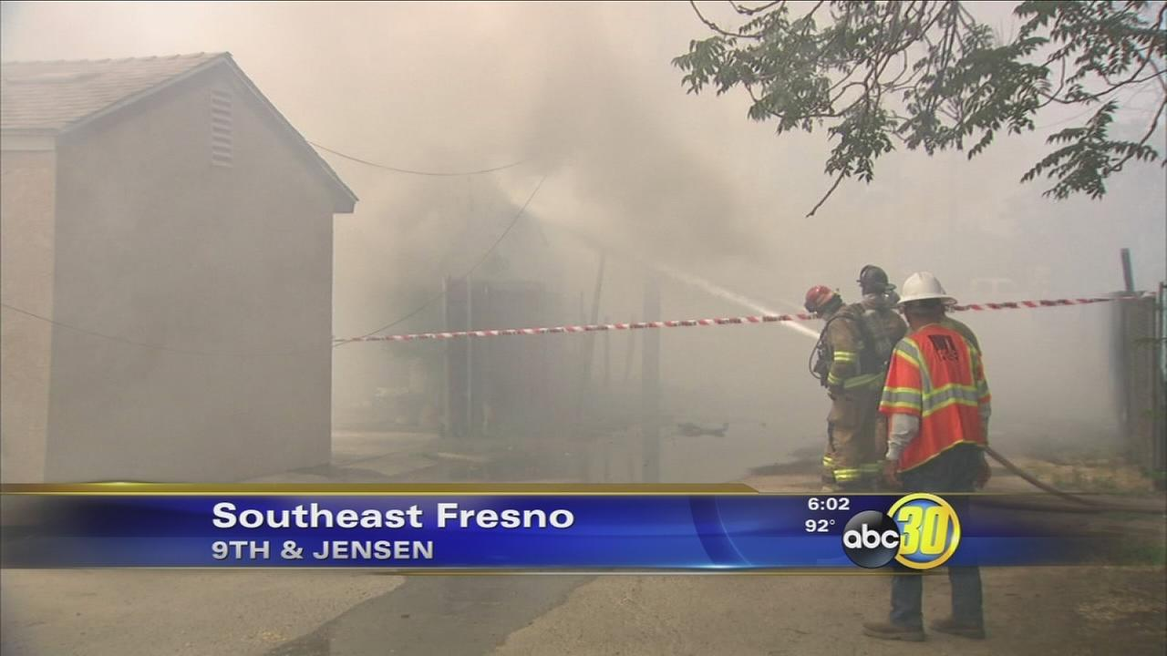 Firefighters knock down 2-alarm fire in Southeast Fresno