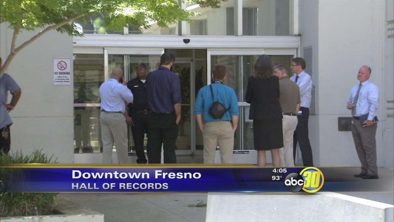 Pipe Bursts Floods Hall Of Records In Downtown Fresno Abc30