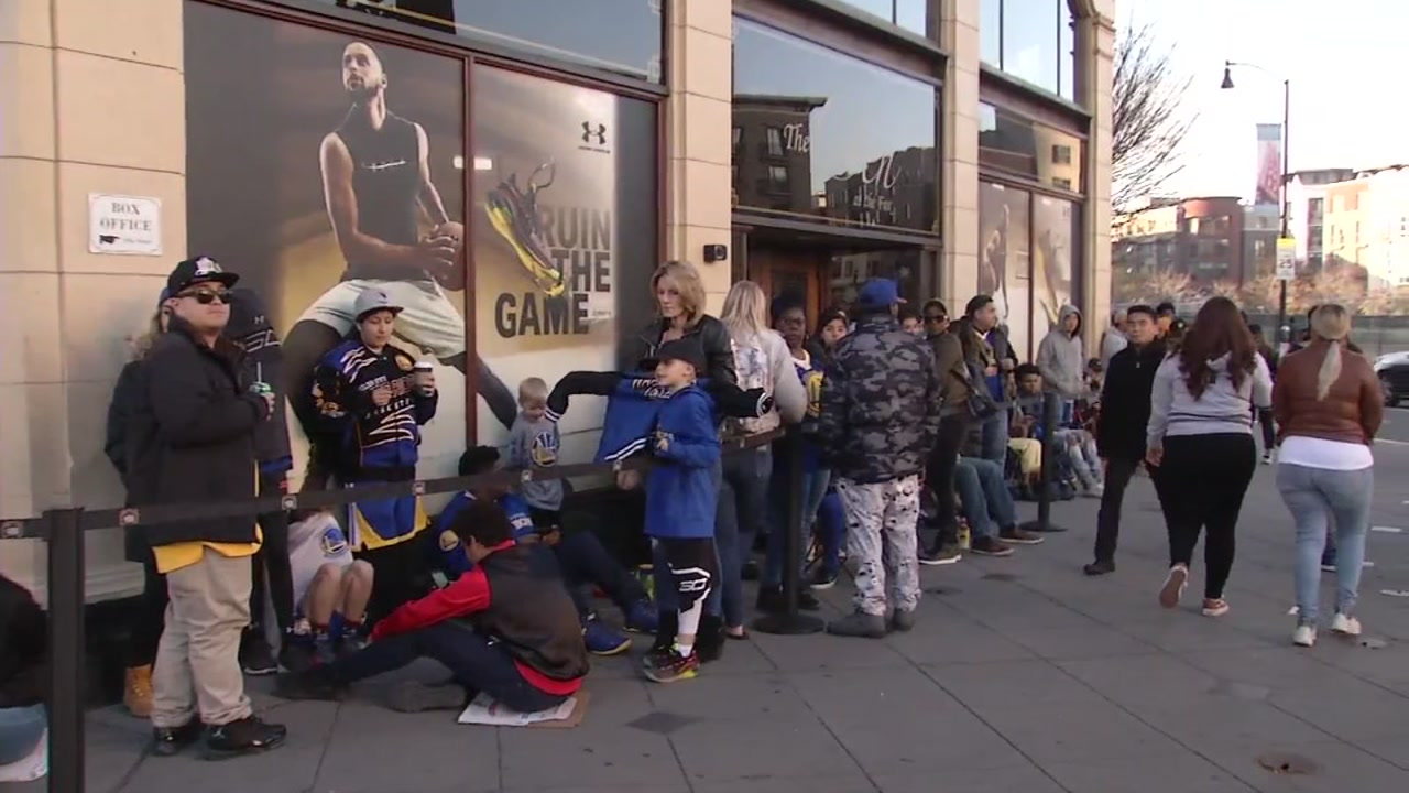 Warriors fans are seen lined up outside the Fox Theater in Oakland, Calif. on Friday, Jan. 4, 2019.