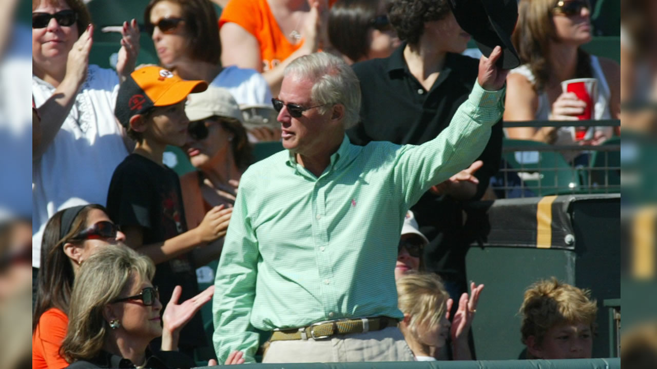 San Francisco Giants managing general partner Peter Magowan waves goodbye during a baseball game against the Los Angeles Dodgers, Sunday, Sept. 28, 2008 in San Francisco.