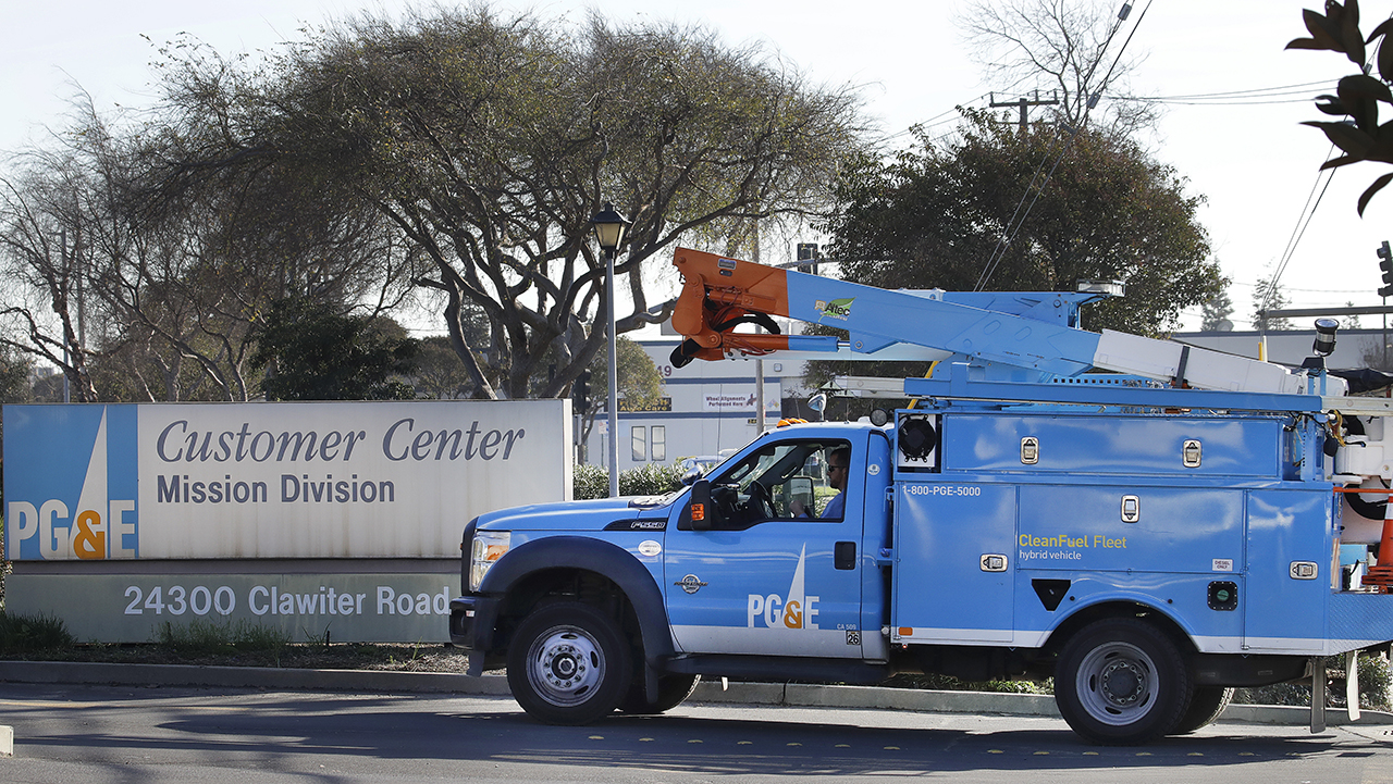 In this photo taken on Wednesday, Jan. 23, 2019, a Pacific Gas and Electric repair truck enters their customer center in Hayward, Calif.
