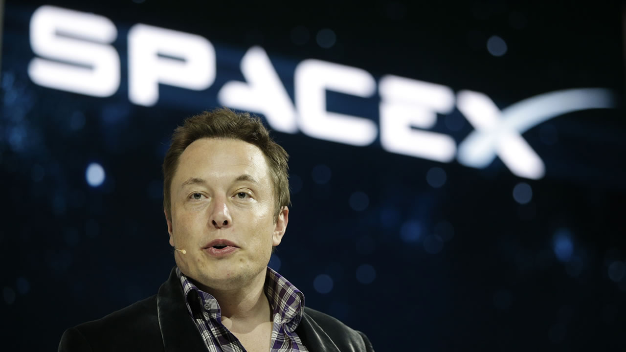 In this May 29, 2014 file photo, Elon Musk, CEO and CTO of SpaceX, introduces the SpaceX Dragon V2 spaceship at the SpaceX headquarters in Hawthorne, Calif.