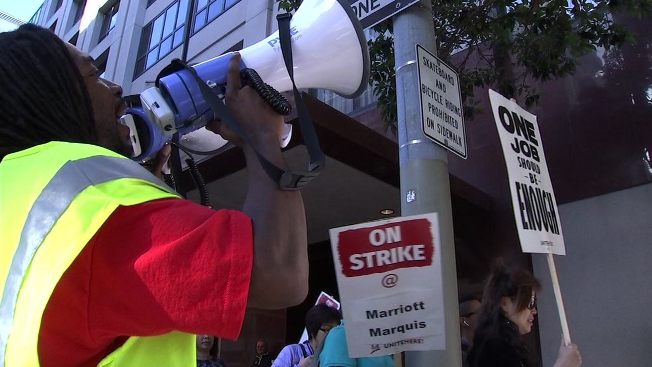 Marriott hotel workers on strike in San Francisco on Oct. 13, 2018.