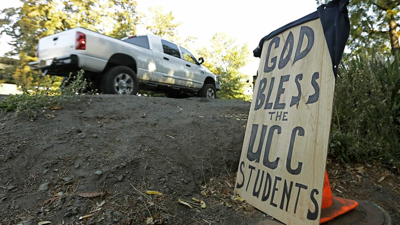 A sign honoring those killed in a fatal shooting at Umpqua Community College, is displayed Friday, Oct. 2, 2015, in Roseburg, Ore. (AP Photo/Rich Pedroncelli)