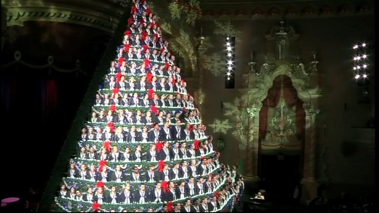michigan high school choir performs on worlds largest christmas tree abc7newscom - Largest Christmas Tree