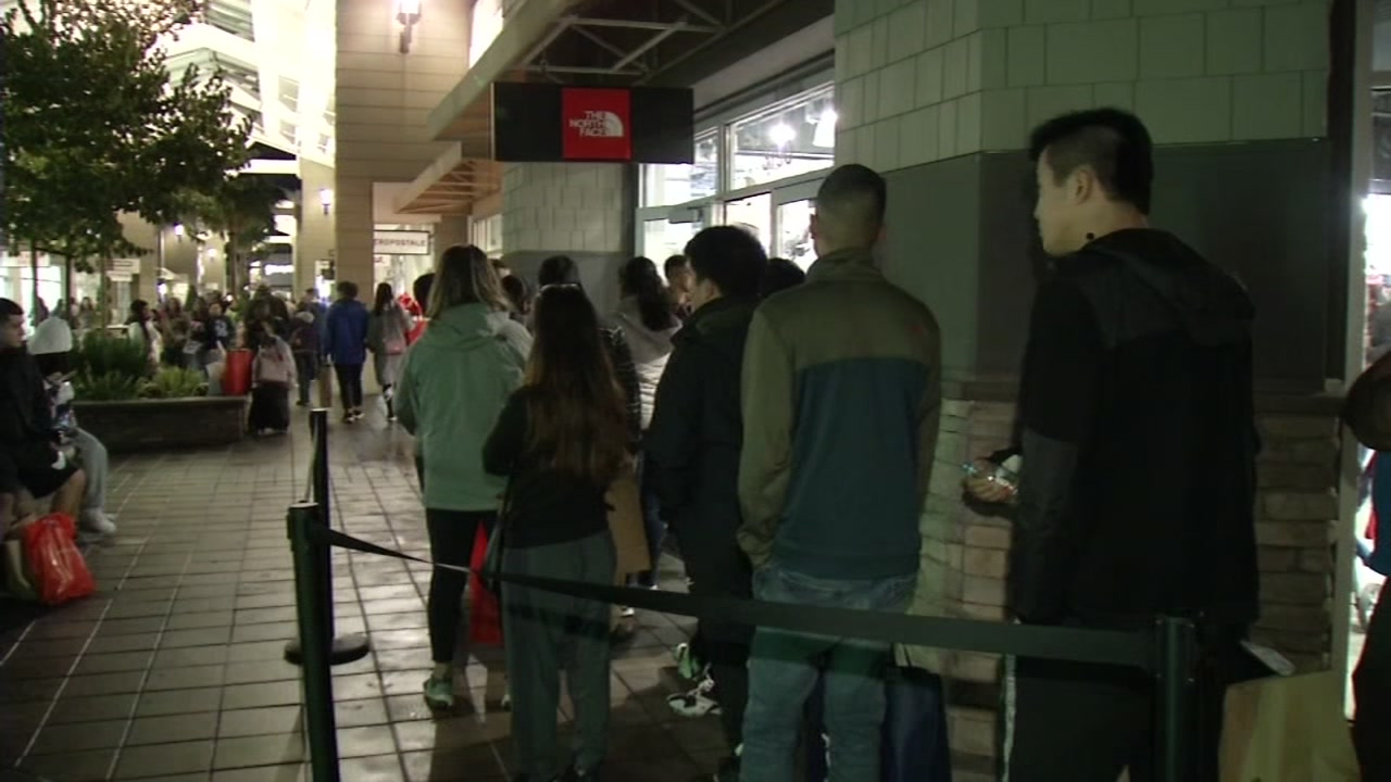 Shoppers across the Bay Area are hitting the malls to get Black Friday deals.