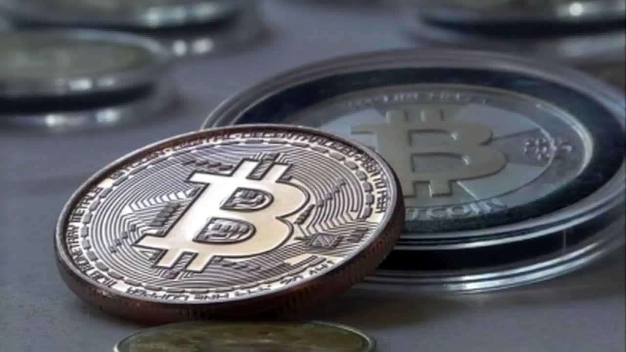 Bitcoin, other cryptocurrencies plummet after warning from SEC