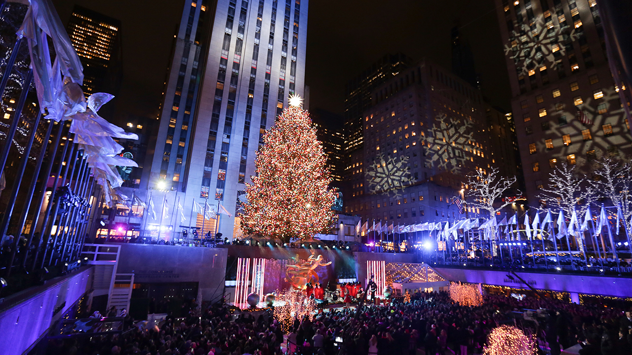 Sprucing up NYC: Rockefeller Center lights Christmas tree | abc7news.com