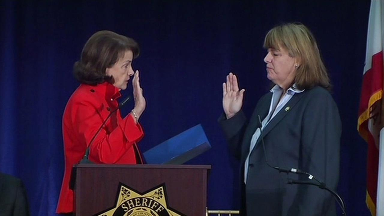 Senator Dianne Feinstein swears in Vicki Hennessey as San Franciscos first female sheriff, Friday, January 8, 2016.