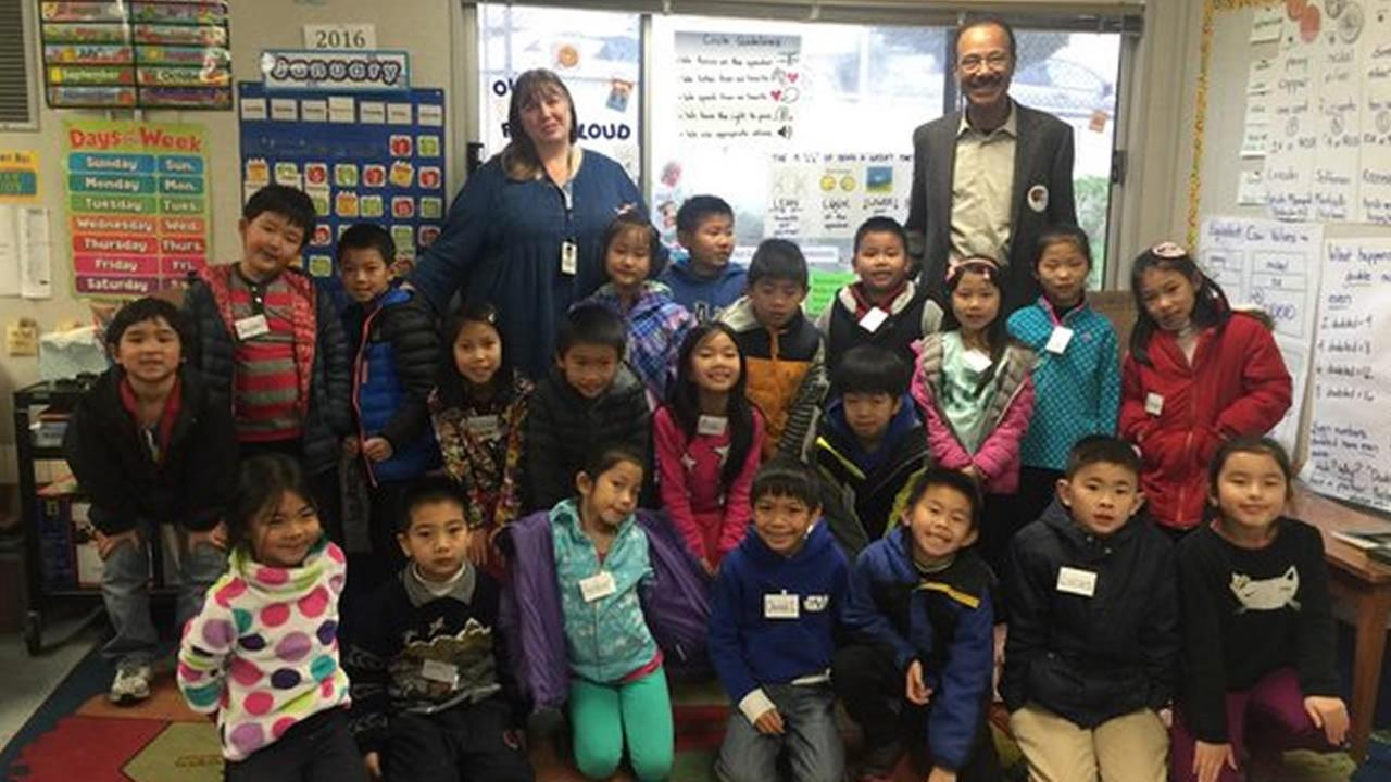 Weather anchor Spencer Christian takes a photo with Ms. Sachas 2nd grade class at Robert Louis Stevenson School