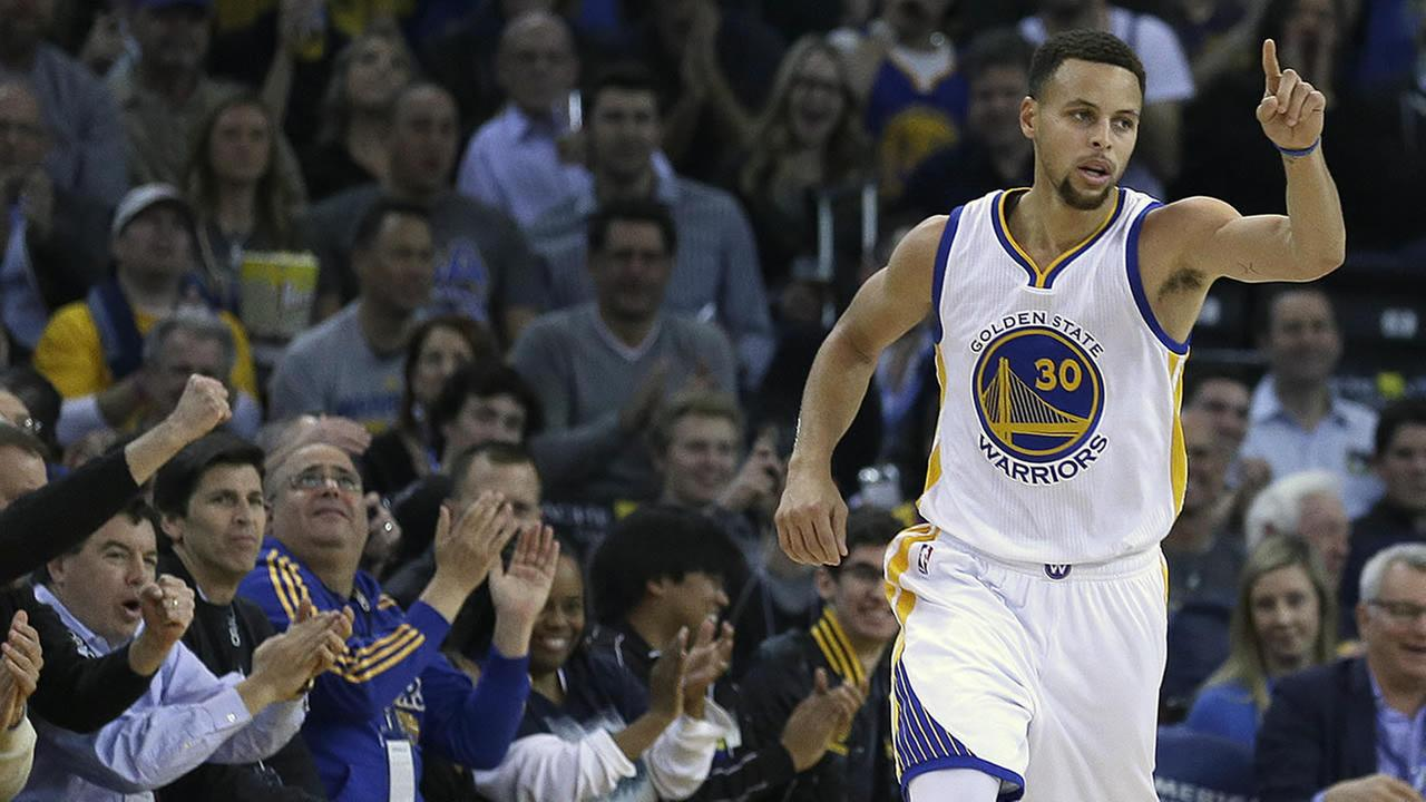 Golden State Warriors Stephen Curry celebrates a score against the Miami Heat during the first half of an NBA basketball game, Monday, Jan. 11, 2016, in Oakland, Calif. (AP Photo/Ben Margot)