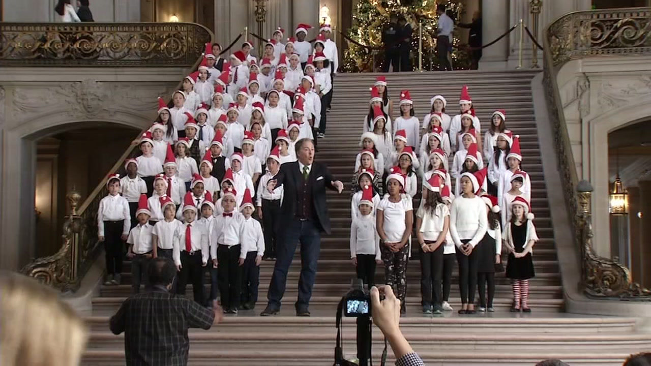 Dan Ashley performing with kids at San Francisco City Hall, Dec. 18, 2018.