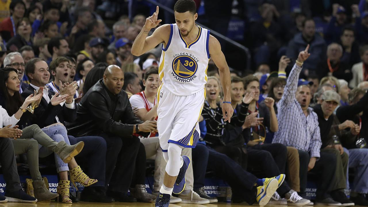 Golden State Warriors Stephen Curry celebrates a score against the Portland Trail Blazers during the first half of a basketball game Friday, March 11, 2016, in Oakland, Calif.