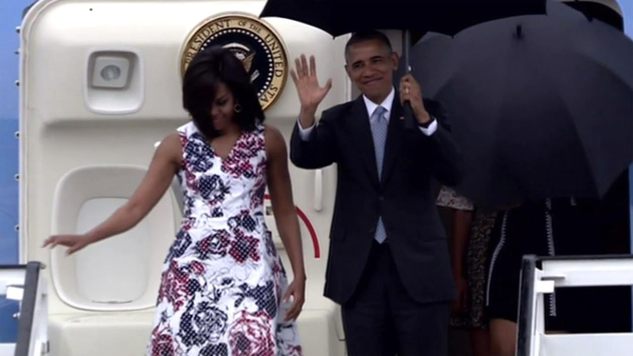 President Barack Obama waves from Air Force One as he arrives accompanied by first lady Michelle Obama at Jose Marti International Airport in Havana, Cuba, Sunday, March 20, 2016.