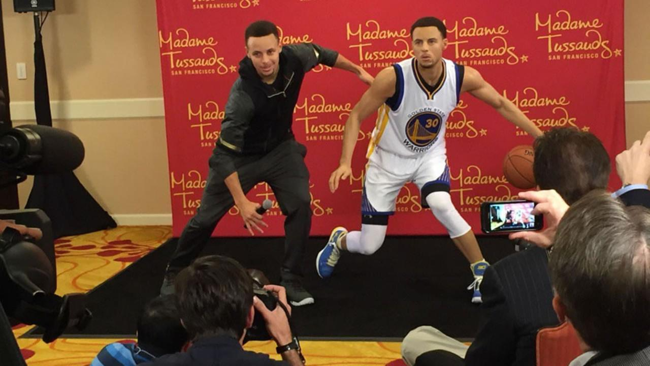 Golden State Warriors Steph Curry poses with a wax statue created in his likeness for Madame Tussauds San Francisco March 24, 2016 in Oakland, Calif.