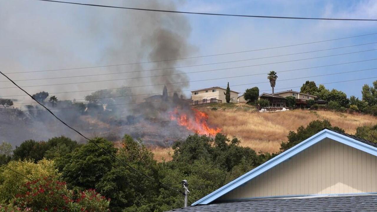 Fire threatens homes in El Sobrante.