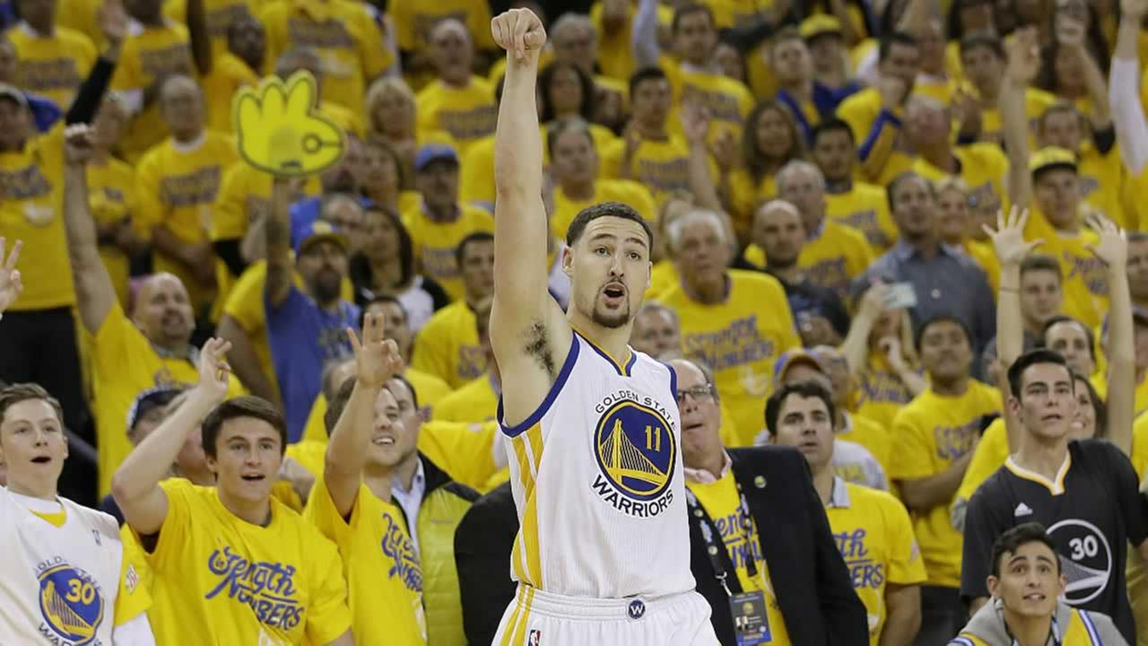 Warriors guard Klay Thompson shoots a basket against the Portland Trail Blazers in Oakland, Calif., Tuesday, May 3, 2016.