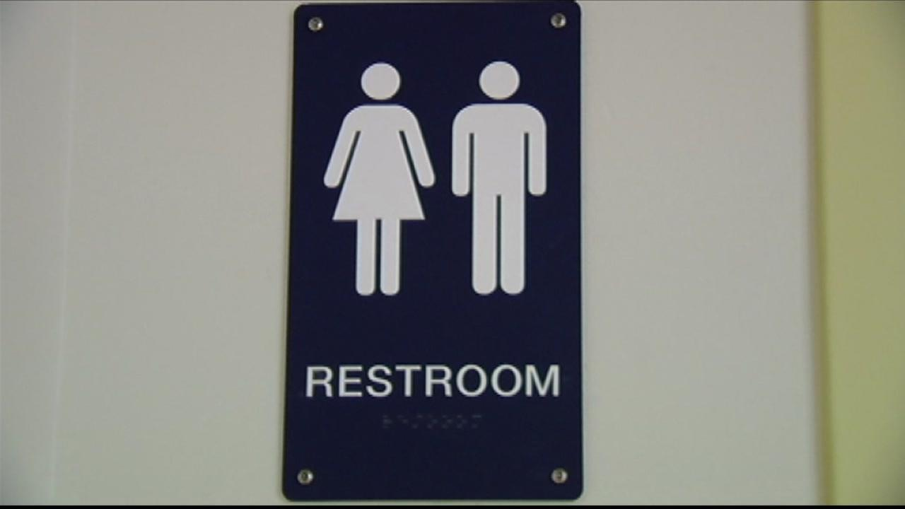 Obama Orders Public Schools To Allow Transgender Students Access To - Transgender bathrooms in schools