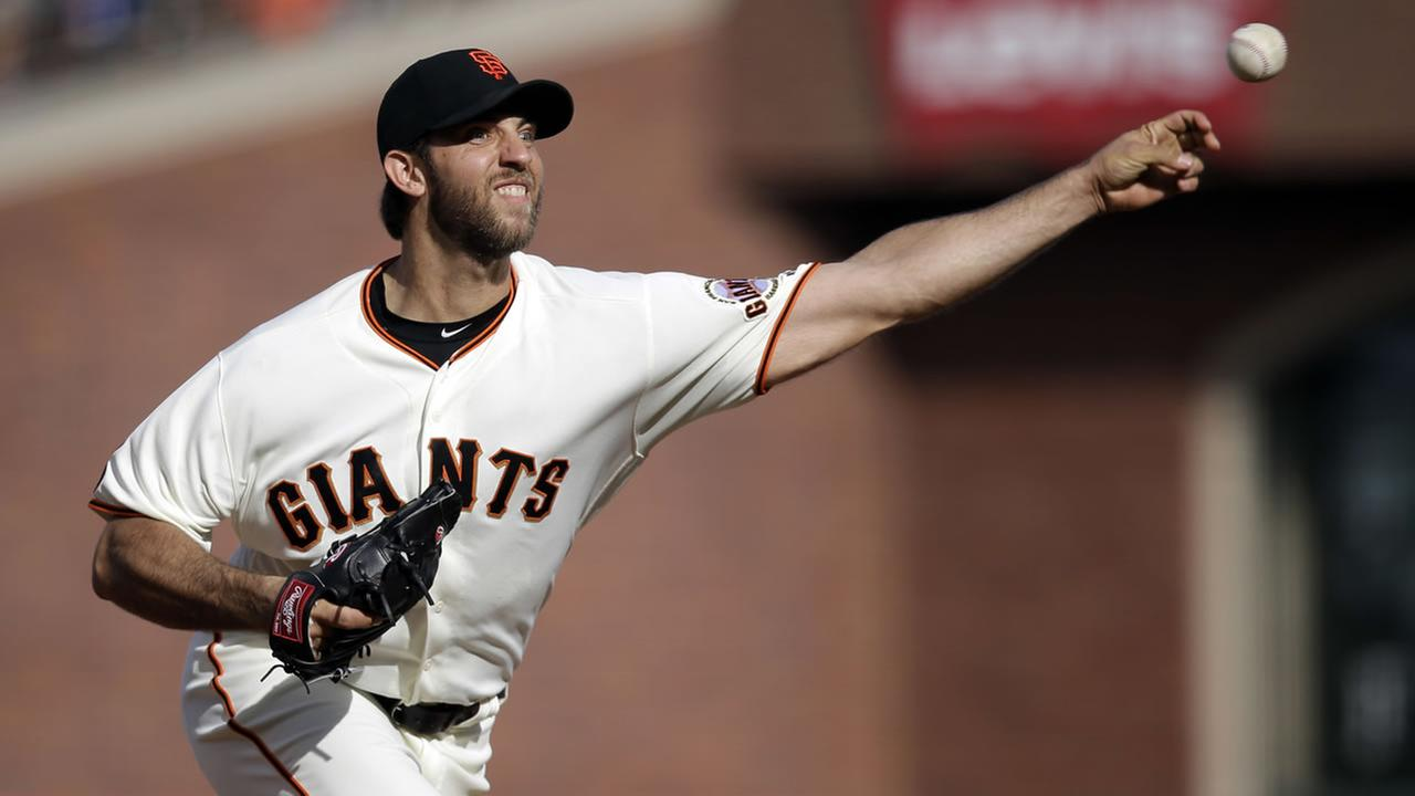 Giants Madison Bumgarner throws to the Chicago Cubs during the second inning of a baseball game Sunday, May 22, 2016, in San Francisco. (AP Photo/Marcio Jose Sanchez)
