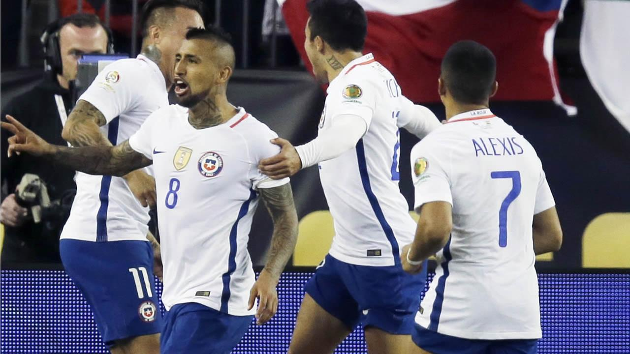 Chiles Arturo Vidal (8) celebrates his goal on a penalty kick during a Copa America Group D soccer match against Bolivia at Gillette Stadium Friday, June 10, 2016, in Foxborough, Mass. Chile won 2-1.