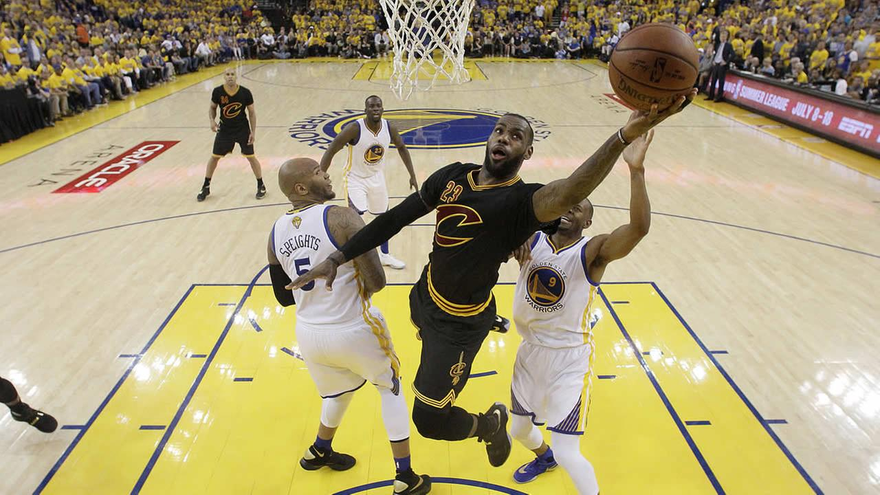 Cavaliers forward LeBron James shoots against the Warriors during Game 7 of basketballs NBA Finals in Oakland, Calif., Sunday, June 19, 2016. (AP Photo/Marcio Jose Sanchez, Pool)