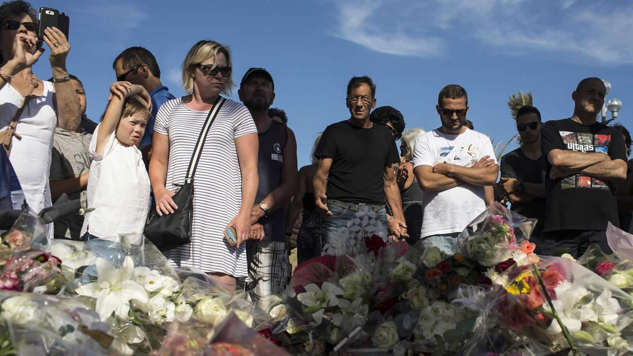 After Nice chaos, relatives in agonizing search for missing