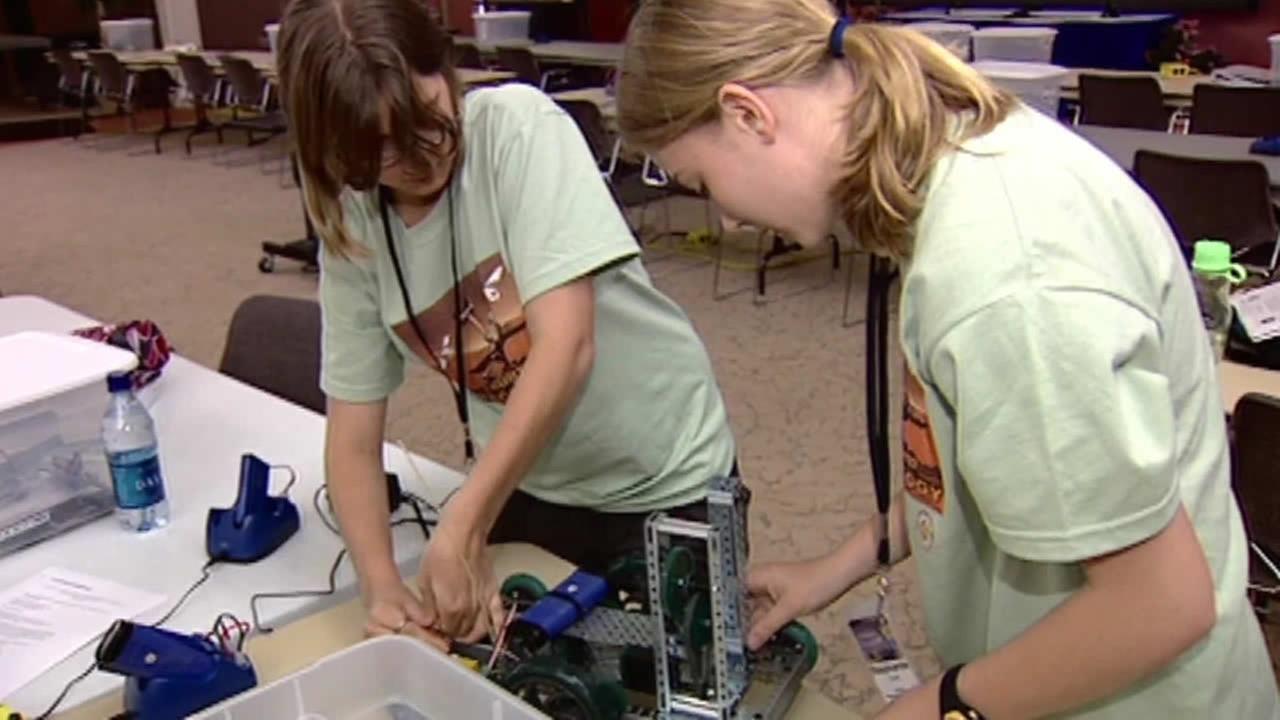 2 girls in a STEM class