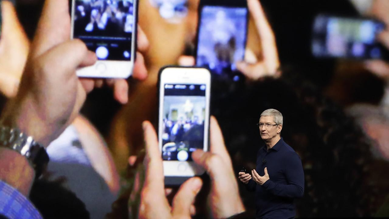 Apple CEO Tim Cook announces the new iPhone 7 during an event to announce new products Wednesday, Sept. 7, 2016, in San Francisco. (AP Photo/Marcio Jose Sanchez)
