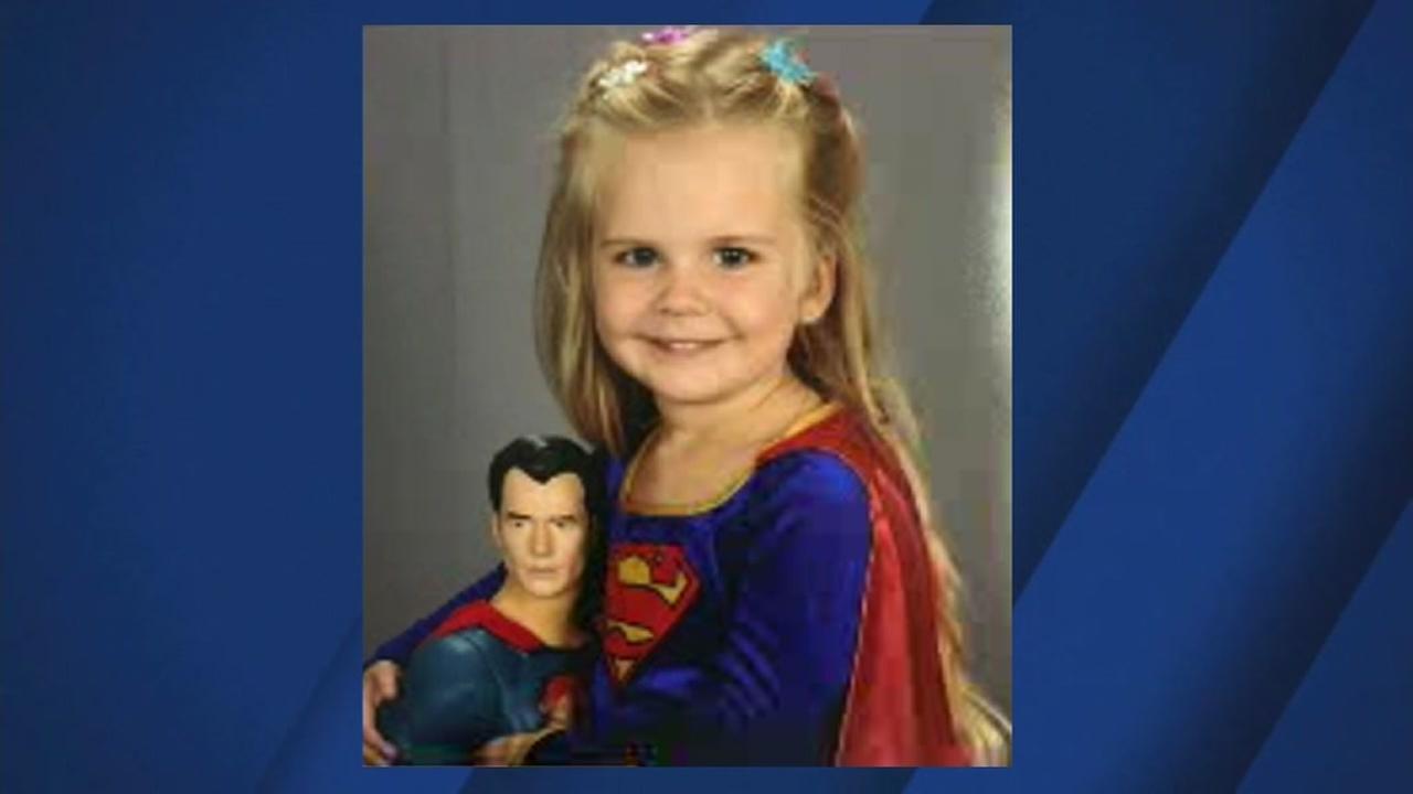 Kaylieann Steinbeach appears in her school photo, which went viral online in 2016.