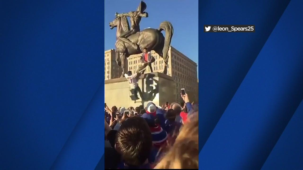 Some Cubs fans did dangerous trust falls during Fridays parade in Chicago to celebrate the teams World Series win.