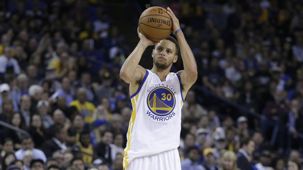 Golden State Warriors Stephen Curry shoots against the Dallas Mavericks during the second half of an NBA basketball game Wednesday, Nov. 9, 2016, in Oakland, Calif.