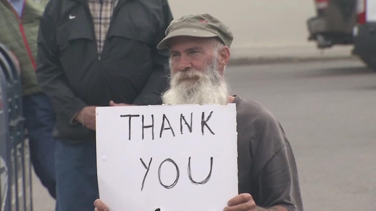 A man holds a sign reading Veterans thank you at the Petaluma Veterans Day parade on Nov. 11, 2016.