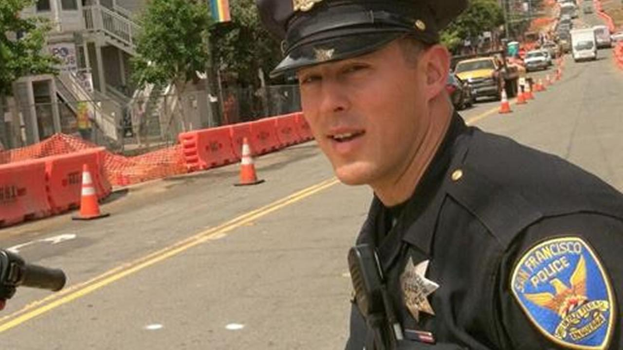 Theres even a Facebook page dedicated to the Hot Cop of Castro, better known as San Francisco Police Officer Chris Kohrs.