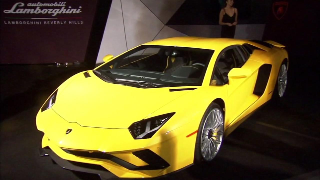 Italian automakers unveil new Lamborghini