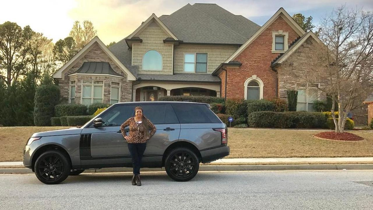 Oakland Raiders wide receiver Amari Cooper buys his mother dream home and SUV