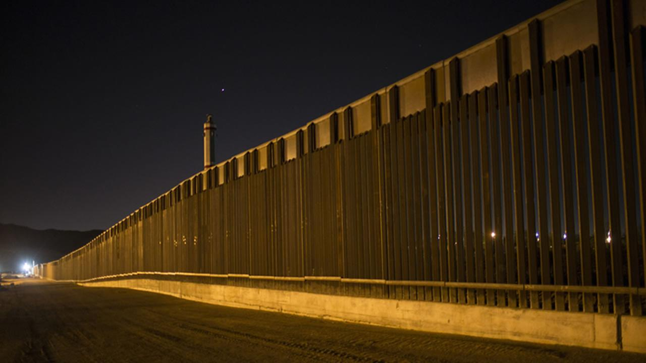 Bidders for Trumps border wall contracts concerned about hostile attacks