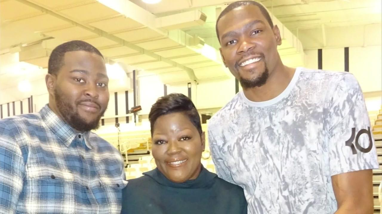 Wanda Durant poses with her two sons, Kevin and Tony, in this family photo.