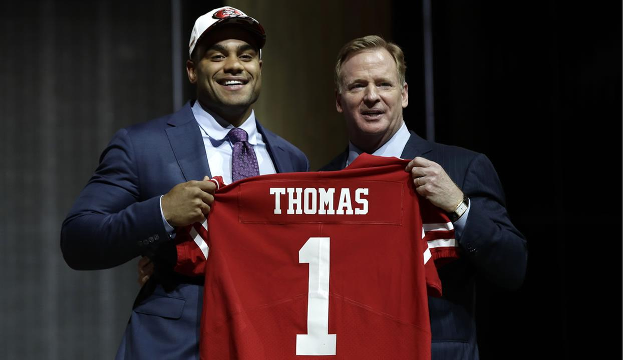 Stanfords Solomon Thomas poses with NFL commissioner Roger Goodell after being picked by the 49ers during the NFL Draft, Thursday, April 27, 2017 in Philadelphia.